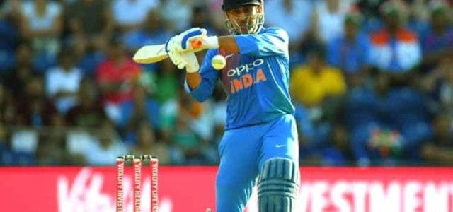 MS-Dhoni-10,000-Run-Cricket-Sport-Dkoding