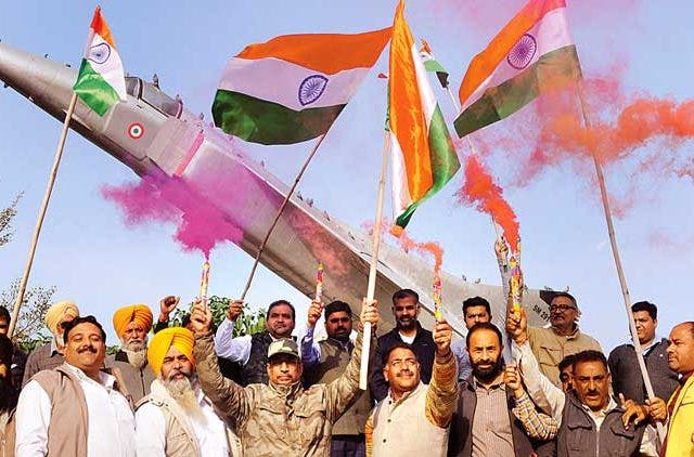 Indian-Air-Force-Aerial-Strike-Terror-Camps-PoK-Pakistan-Celebrations-Delhi-Agra-Gaya-Hyderabad-Videos-Dkoding