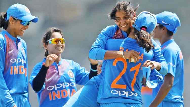 Indian-women-cricket-team-against-nz-cricket-sports-dkoding