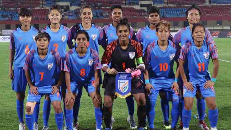 india-womens-football-team-sports-dkoding