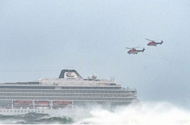 1,300-airlifted-safety-cruise ship-breaks down off-Norwegian-coast-more-news-Dkoding