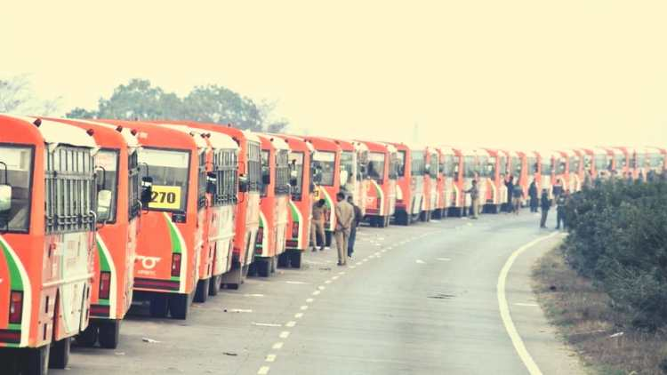 500-buses-parade-in-up-and-make-a-guinness-record-stories-more-dkoding