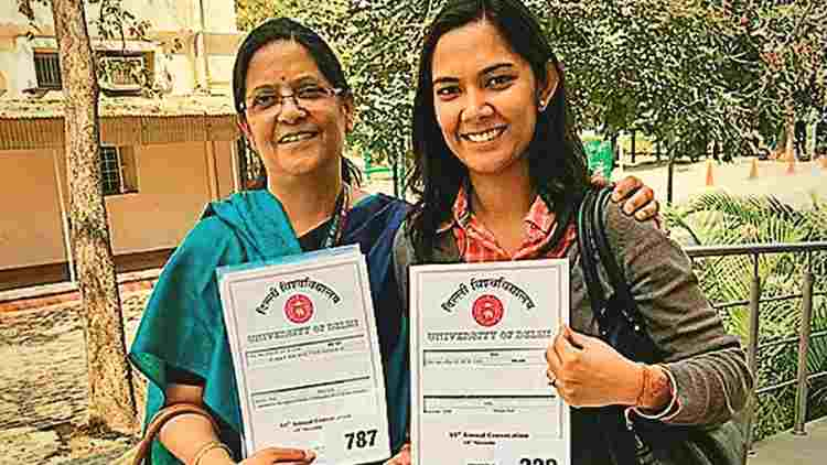 Mala-Datta-&-shreya-mishra-first-mother-daughter-duo-to-recieve-PhD-degree-same-Day-Features-DKODING