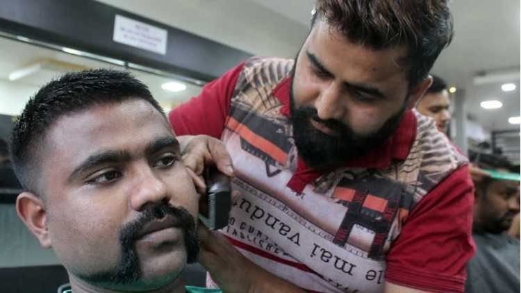 abhinandans-gunslinger-moustache-becomes-a-rage-in-bengaluru-news-DKODING