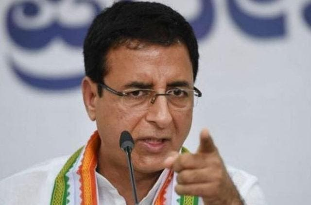 surjewala-pm-attack-arrogance-sarab-jibe-congress-politics-india-DKODING