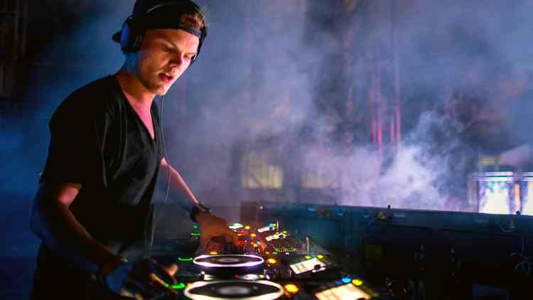 Avicii-new-album-release-sos-after-one-year-death-anniversery-hollywood-entertainment-DKODING