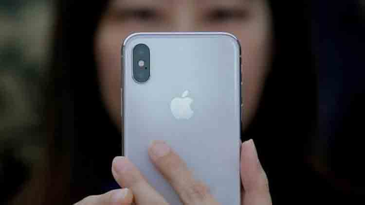 Chinese-students-dupe-Apple-of-nearly-USD-900000-by-selling-fake-iPhones-more-news-DKODING