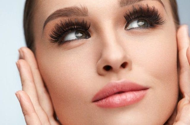 Fake-eyelashes-fashion-and-beauty-lifestyle-DKODING