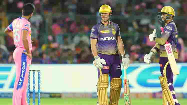 chris-lynn-and-sunil-narine-kkr-in-between-the-match-against-rr-ipl-2019-cricket-sports-DKODING