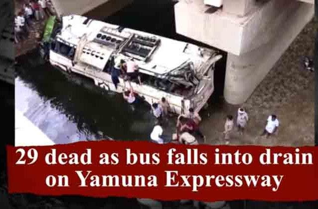 29-Dead-As-Bus-Falls-In-Drain_Videos-DKODING