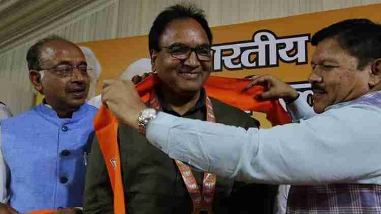 AAP-MLA-Anil-Bajpai-Joins-BJP-Says-Not-Getting-Respect-In-party-India-Politics-DKODING