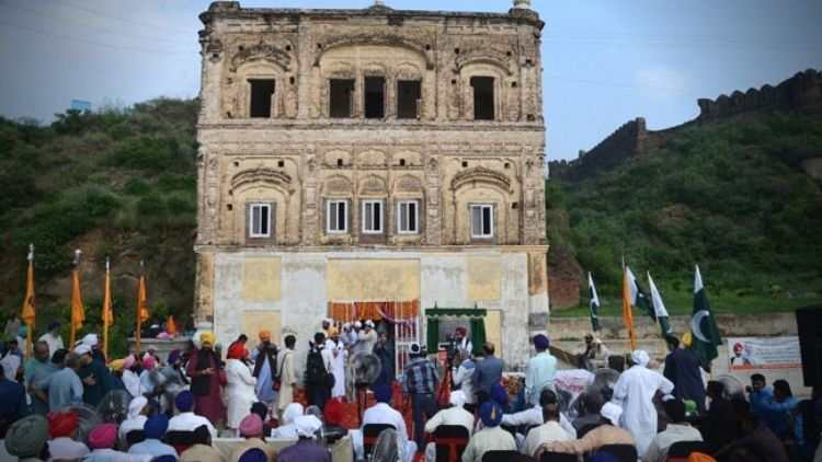 After-Partition-Pakistan-Opens-19th-Century-Gurdwara-Global-Politics-DKODING