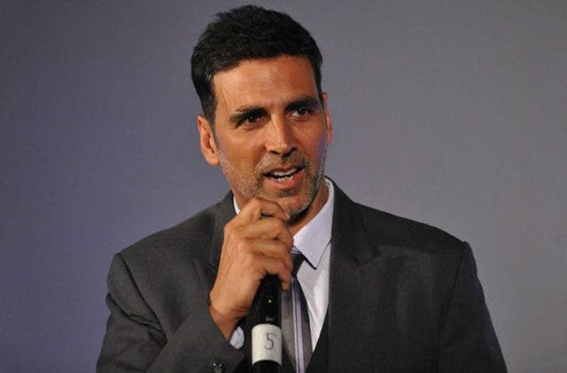 Akshay-Kumar-Get-Emotional-Whilw-Thanking-Fans-Videos-DKODING