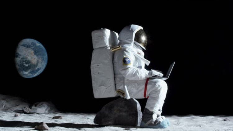 Anne-Mc-Clain-Astronaut-NASA-accused-for-illegal-bank-access-First-ever-Space-crime-NewsShot-DKODING