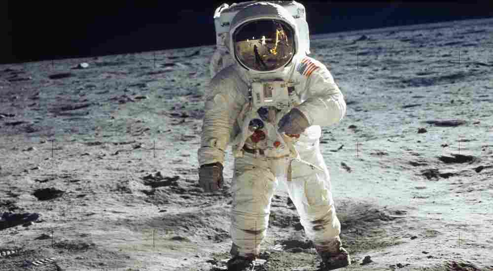 DKODING | Newsshot | Apollo 11 astronaut picture on the surface of the moon