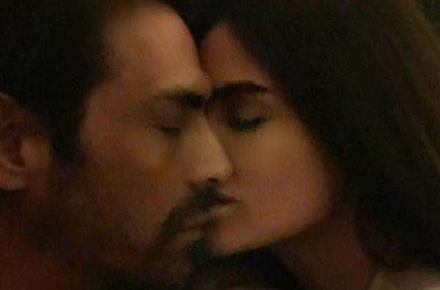 Arjun-Rampal-And-Gabriella-cozy-pic-on-Social-Media-Entertainment-Bollywood-DKODING