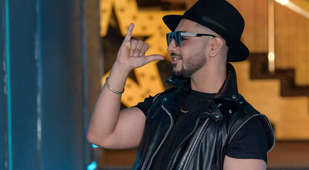 Avi-J-Latest-Song-Ghoome-Ghoome-Bollywood-Entertainment-DKODING