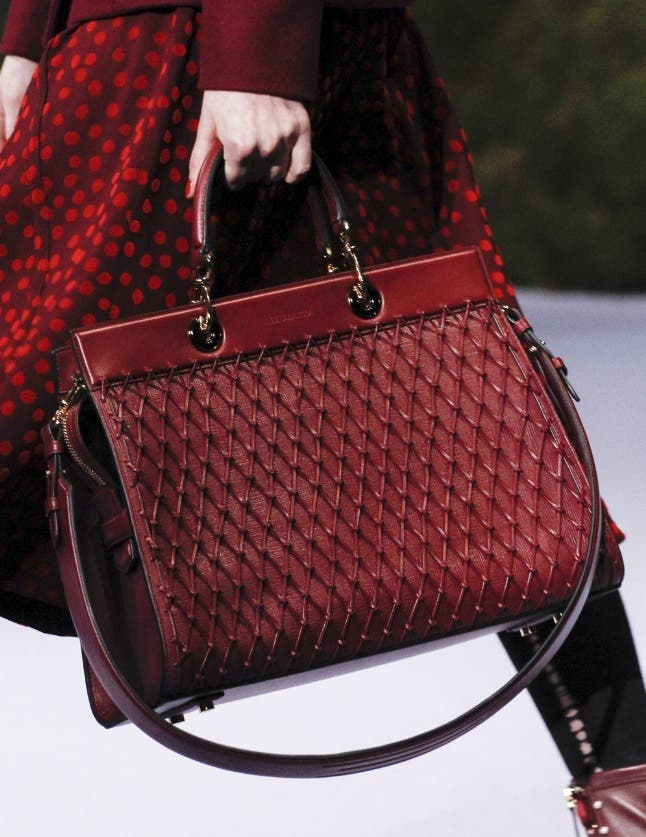 Bags-Decides-Your-Personality-4-Fashion-And-Beauty-Lifestyle-DKODING