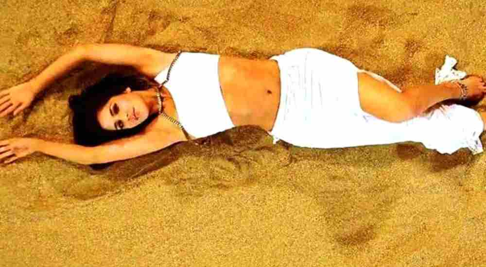 Belly Button Bollywood actresses DKODING