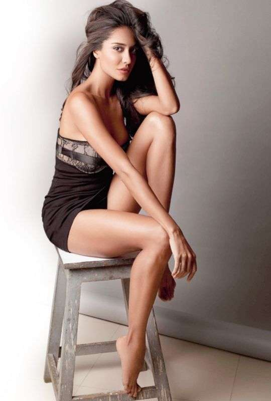 Bollywood-Celebs-Who-Have-The-Sexiest-Legs-Bollywood-Entertainment-DKODING