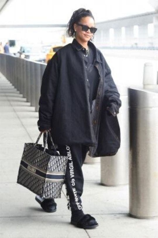 Celebrities-Airport-Outfit-Rihanna-Fashion-And-Beauty-Lifestyle-DKODING