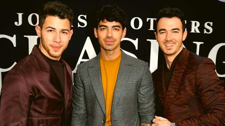 Chasing-Happiness-Jonas-Brothers-Documentry-Hollywood-Entertainment-DKODING