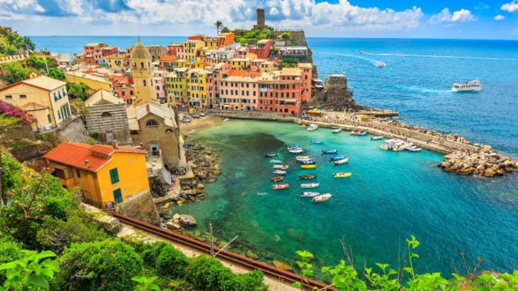 Cinque-Terre-Italy-Honeymoon-Destinations-Lifestyle-Travel-&-Food-DKODING