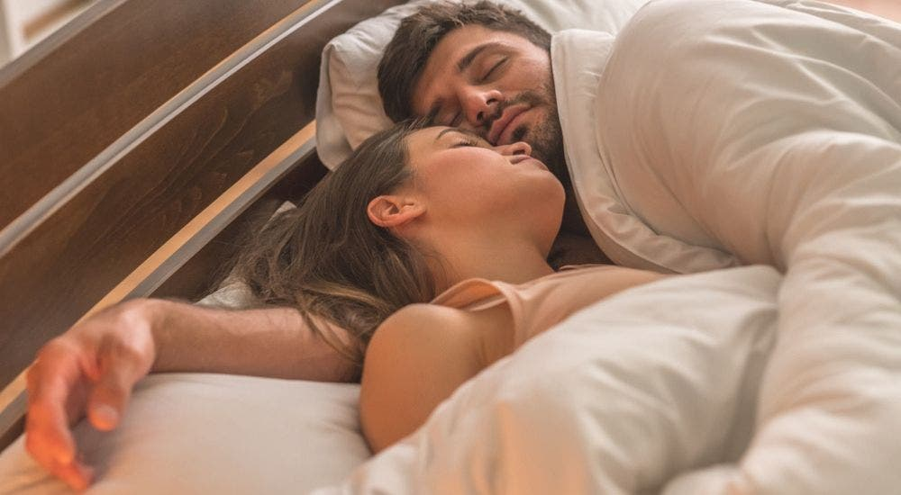 10 Sleeping Positions For The Lovers