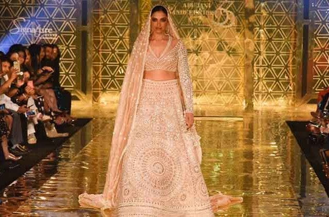 Deepika-Padukone-Turns_Showstopper-Videos-DKODING