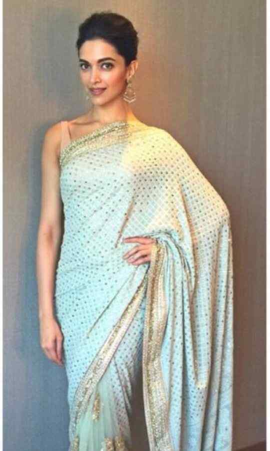 Deepika-Saree-Look-Bollywood-Entertainment-DKODING