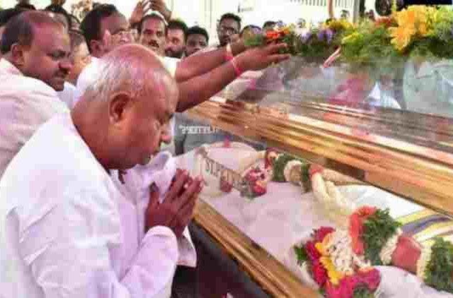 Deve-Gowda-Kumaraswamy-Pay-Homage-To-JDS-leaders-Killed-In-Sri-Lanka-Blasts-India-Politics-DKODING