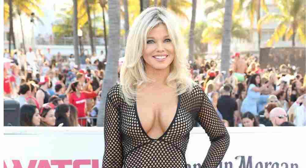 Baywatch Star Donna D'Errico painted herself in red color