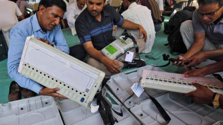 EVMs-Recovered-From-Muzaffarpur-Hotel-Polling-Day-India-Politics-DKODING