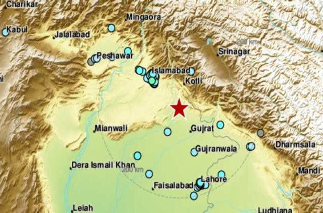 Tremors felt in Delhi NCR, Epicentre near Lahore and Islamabad | NewsShot | DKODING