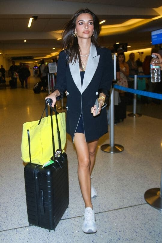 Emily-Ratajkowski-Blazer-No-Pants-Look-Fashion-And-Beauty-Lifestyle-DKODING