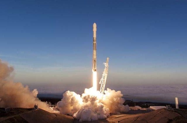 Falcon-SpaceX-Newsshot-DKODING