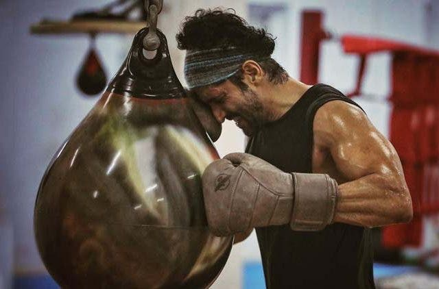 Farhan-Akhtar-Hairline-Fracture-Bollywood-Entertainment-DKODING
