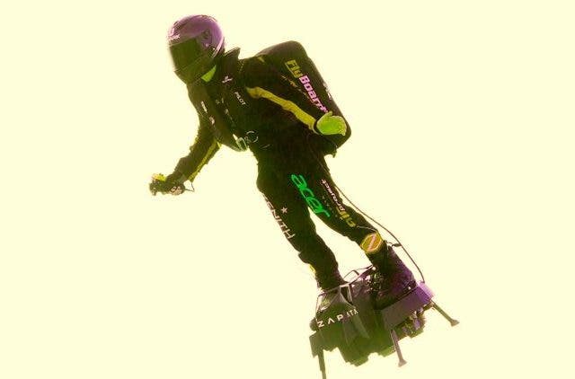 Frenchman-crosses-english-channel-on-hoverboard
