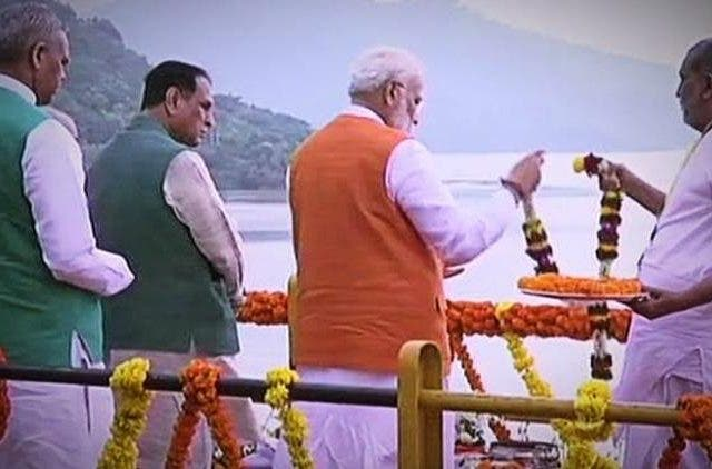 Gujarat-Birthday-PM-Modi-Performs-Narmada-Poojan-India-Politics-DKODING