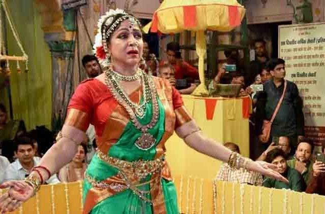Hema-Malini-Dance-On-Haryali-Teej-Videos-DKODING