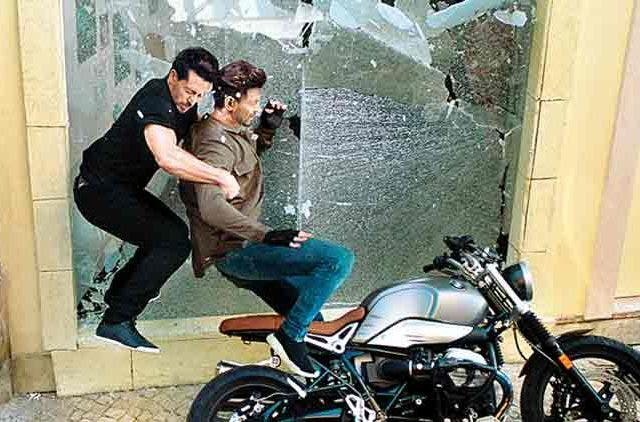 Hrithik-Roshan-Tiger-Shroff-Pull-Off-Some-Jaw-Dropping-Stunts-In-War-Entertainment-Bollywood-DKODING