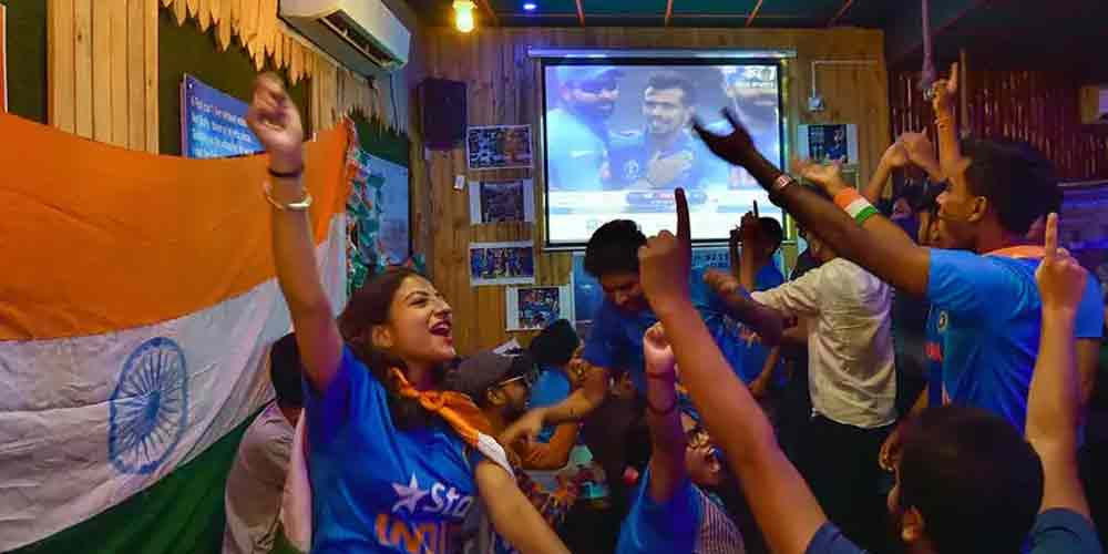 Indian-Fans-Watching-Star-Sports-Cricket-Sports-DKODING