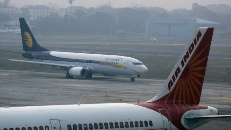 Indias-Domestic-Air-Traffic-Growth-Shrinks-Industry-Business-DKODING