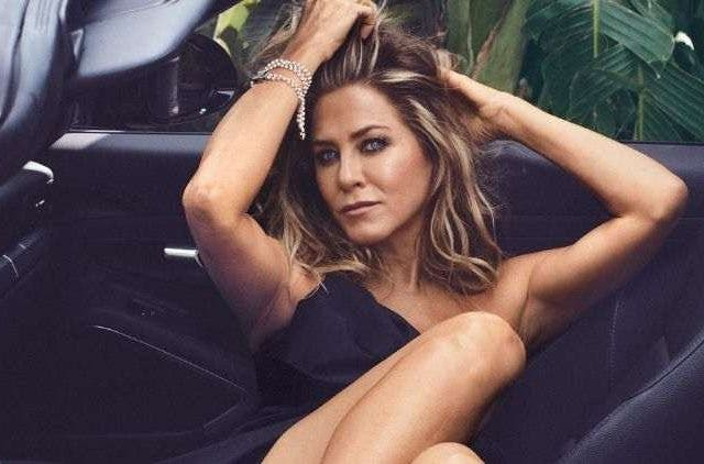Jenifer-Aniston-Top-Less-Entertainment-Hollywood-DKODING
