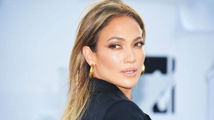 Jennifer-Lopez-Blonde-Skin-Care-Fashion-And-Beauty-Lifestyle-DKODING