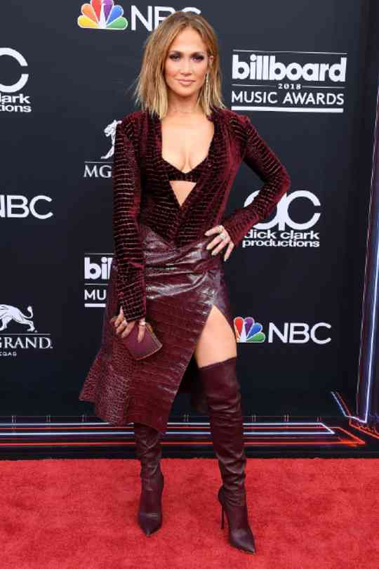 Jennifer-Lopez-Red-Carpet-Looks-Red-Dress-Hollywood-Entertainment-DKODING