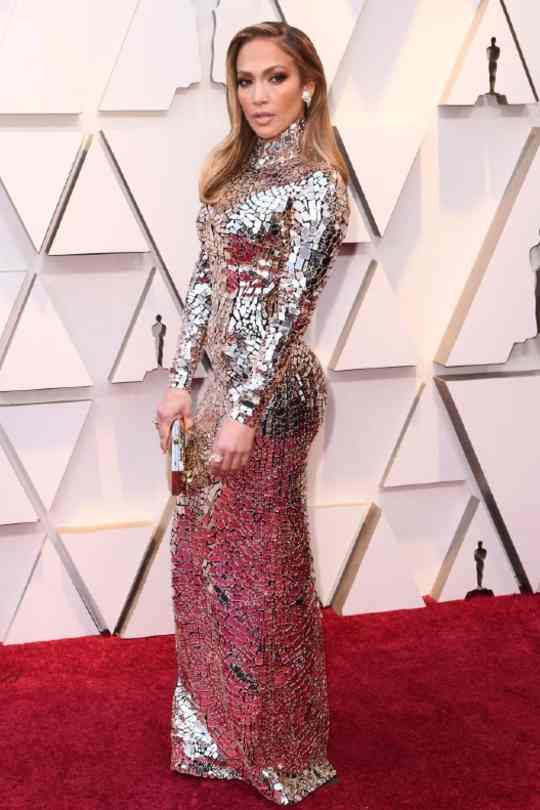 Jennifer-Lopez-Red-Carpet-Looks-Sexy-Dress-Hollywood-Entertainment-DKODING (1)