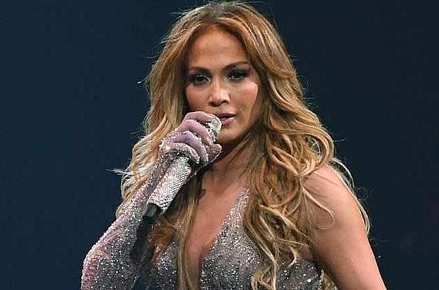 Jennifer-Lopez-Singing-Super-Bowl-2020-Treding-Today-DKODING