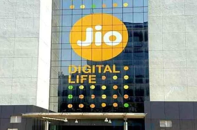 Jio-Stops-Free-Calls-To-Another-Networks-Companies-Business-DKODING