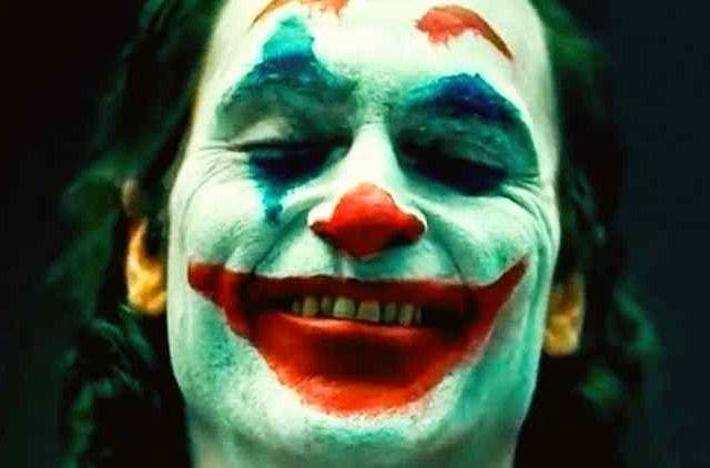 Joaquin-Phoenix-joker-trailer-hollywood-entertainment-DKODING